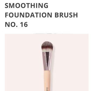 Doll 10 Smoothing Foundation brush No.16